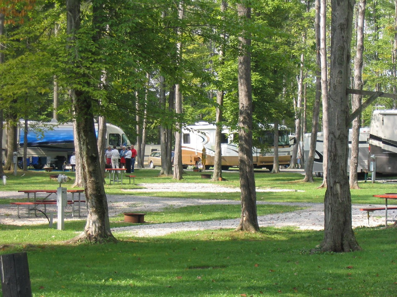 Country acres campground photo gallery for Camp sites with cabins