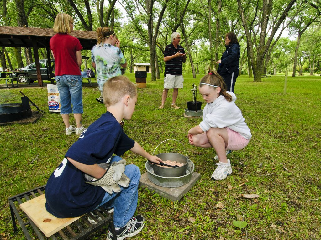 South dakota game fish and parks photo gallery for Campsites with fishing